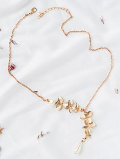 Shop Gold Flower Embellished Chain Necklace online. SheIn offers Gold Flower Embellished Chain Necklace & more to fit your fashionable needs.