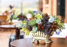 Decoração de casamento sem flores. Com folhas, folhagens, sementes e frutas, Estilo moderno e industrial. Decoração: Tais Puntel Foto: Douglas Daniel Fotografia