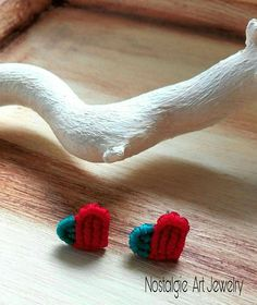 Hey, I found this really awesome Etsy listing at https://www.etsy.com/listing/587307624/macrame-little-heart-earring-in-red-and