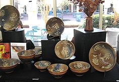 *How to Exhibit Pottery at Craft Shows in 5 Steps These tips apply to many products! Stall Display, Display Ideas, Booth Displays, Pottery Booth Display, Indoor Crafts, Market Displays, Pottery Art, Pottery Ideas, Increase Sales