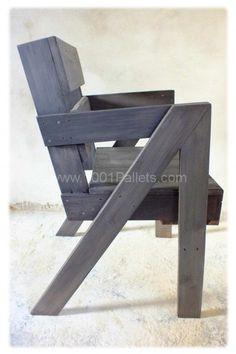 Chaise en bois de palette d'après les plans de Entropie