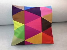 Housse de coussin fait à la main Throw Pillows, Handmade Cushions, Handmade, Slipcovers, Hands, Toss Pillows, Cushions, Decorative Pillows, Decor Pillows