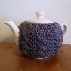 Cabled tea cosy by A la Sascha. -free pattern-