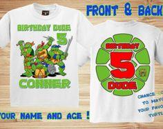 Camiseta de cumpleaños TMNT personalizado con nombre y edad de su hijo. Opción de cambiar la edad de la concha (número) a su color de tortuga favorita: azul, morado, naranja o rojo. Esta camisa es hecha a pedido con el cumpleañero o la niña nombre y la edad. Nuestras camisas son 100% algodón. AÑADIR LA PERSONALIZACIÓN (NIÑO NAME\AGE) EN COMENTARIOS PARA COMPROBAR HACIA FUERA Contacto vía ETSY sólo con cualquier questions\correspondence más, mensajes de correo electrónico no se verá. Ofrec...