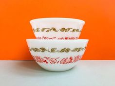 Agee/Crown Pyrex 'Fruit Salad' 7 and 6 nesting by ThatRetroPiece