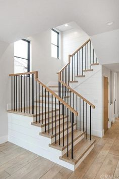 Ideas For Farmhouse Stairs Railing Diy stairs Ideas For Farmhouse Stairs Railing Diy Interior Stair Railing, Wrought Iron Stair Railing, Stair Railing Design, Home Stairs Design, Modern Stair Railing, House Staircase, Staircase Remodel, Staircase Ideas, Banisters