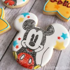 Mickey and Minnie cookies No Bake Sugar Cookies, Fancy Cookies, Sugar Cookie Icing, Iced Cookies, Cute Cookies, Cupcake Cookies, Cookies Receta, Galletas Cookies, Mickey Mouse Cookies