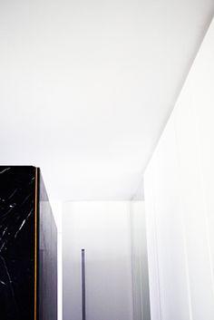 Masculino Singular | RÄL167 - Interiorismo, decoración, reforma y diseño de interiores Singular, Mirror, Furniture, Home Decor, Righteousness, Interior Design, Flats, Decoration Home