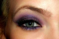 Love purple smokey eye with green eyes Purple Smokey Eye, Purple Eye Makeup, Purple Eyeshadow, Smoky Eye, Fancy Makeup, Pastel Makeup, Gorgeous Makeup, Pretty Makeup, Wedding Makeup Tips