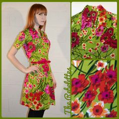 * FLOWER PRINT DRESS *  size S/8 UK  Vintage bright green flower print dress,  huge shirt collar, covered buttons, small pintucks at shoulders and waist stretch jersey of polyester, great conditions! (belt not included) € 20 plus p&p