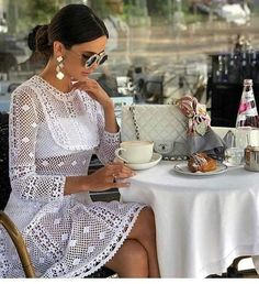 The stylish Crochet Dress Paris Chic, Moda Club, Pretty White Dresses, Pause Café, Queen Dress, Coco Mademoiselle, Crochet Fashion, Crochet Clothes, Fashion Outfits