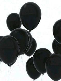 Black balloons - palloncini neri M. Drive-In Shades Of Black, Black Love, Back To Black, Black Is Beautiful, Color Black, Black White Art, Pretty Black, Matte Black, Beautiful Flowers