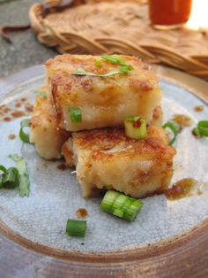 Turnip Cake- Taiwanese style, one of my favorite Veggie dishes! Asian Desserts, Easy Desserts, Asian Recipes, Dessert Recipes, Chinese Recipes, Chinese Food, Taipei Food, Taiwanese Cuisine, Taiwanese Recipe