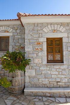 ©Λιθόχτιστα Ξενώνες - Lithoxtista Guesthouses Country Style, Garage Doors, Rustic, Simple, Outdoor Decor, Home Decor, Country Primitive, Rustic Style, Decoration Home