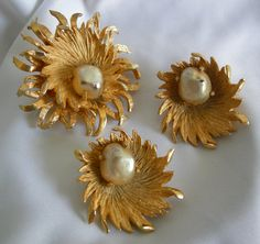 Big, bold, chunky, elaborate gold tone brooch and clip on earrings set by Benedikt NY. These are large pieces, not for the faint of heart! The
