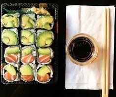 Vegetarian Sushi Recipes, Cooked Sushi Recipes, Healthy Sushi, Vegan Sushi, Healthy Snacks, Baked Sushi Recipe, Sushi Recipe Video, Watermelon Fruit Salad, Home
