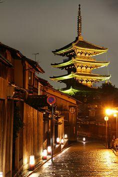 Hokanji temple and old houses. - Higashiyama, Kyoto