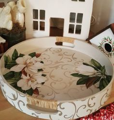 Decoupage Vintage, Decoupage Tins, Decoupage Wood, Diy Arts And Crafts, Diy Craft Projects, Home Crafts, Mosaic Tray, Craft Markets, Mosaic Crafts