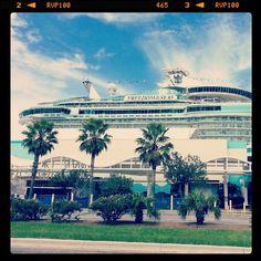 Royal Caribbean Freedom of the Seas Photo by mrxxplosive