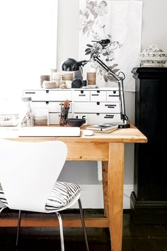 natural wood desk + white desk organization / dreams + jeans