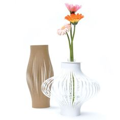 Take a sheet of paper and cut slits in the middle like the paper lanterns you always did in school and glue the ends. Place flowers inside an empty blank water bottle and simply place the paper around the water bottle for an easy stylish vase :) Blank Water Bottles, Empty Plastic Bottles, Wine Bottles, Japan Design, Paper Vase, Paper Lanterns, In Kindergarten, Reuse, Cool Kids