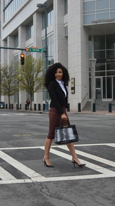 White Collar Glam, Charlotte, NC, attorney outfit, black attorney, mixed girl, professional clothes, work outfit, work clothes, office outfits, workwear, natural curls, curly hair, wash and go, natural hair, women's work wardrobe, black blogger, photography, mixed model, corporate photography, business casual, cute blazer, black purse, black slingbacks, attorney outfit, snakeskin purse, printed purse, white blouse, white button down, black blazer,