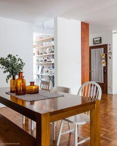 13-decoracao-sala-de-jantar-integrada-mesa-madeira-branco