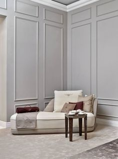 Wainscoting Styles To Design Every Room For Your Next Project Room Interior Design, Interior Walls, Luxury Furniture, Furniture Design, Chair Design, Furniture Ideas, Casa Milano, Living Room Designs, Living Room Decor