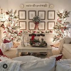 Are you looking for Christmas Tree Ideas? I have gathered over 30 different kinds of Christmas trees for you to get deco Christmas Interiors, Christmas Living Rooms, Christmas Bedroom, Christmas Fairy, Christmas Tree Themes, Country Christmas, Xmas Decorations, Christmas Traditions, Christmas Home
