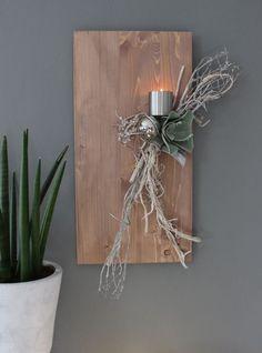 WD74 – Edle Wanddeko! Holzbrett gebeizt, dekoriert mit natürlichen Materialien, einer künstlichen Kakteenblüte, einer Edelstahlkugel und einem Edelstahlteelichhalter! Größe 30x60cm – Preis 49,90€