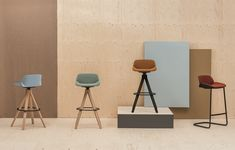Technological, singular and subtle, Nuez stool is available in two height versions
