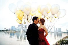 Eileen Keng and Dean Yik only needed balloons, the beautiful city skyline, and their love for this charming shot. Photography: Kelvin/Lightedpixels Eileen Keng and Dean Yik relived their carefree childhood days and got unexpectedly sweet and quirky pictures!  Photography: Kelvin/Lightedpixels. #portrait #prewedding #photography #weddings #singapore #brides