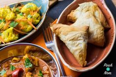 An Indian takeaway just isn't the same without those little extras. Samosas, Bhajis, Pakoras and the like. But as with most takeaways, they aren't very Slimming World friendly. So we came up with these Low Syn Samosas. Using filo pastry really reduces the Vegan Slimming World, Slimming World Dinners, Slimming World Recipes, Slimming Eats, Samosas, Healthy Eating Recipes, Cooking Recipes, Pastry Recipes, Healthy Dinners