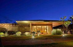http://dreamdoor24.blogspot.pt/2014/11/art-arquitecture-casa-nova-lima.html