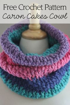 This gorgeous crochet cowl features a cozy double layer design and was made with the Caron Cakes cowl free crochet pattern! Crochet Snood, Crochet Scarves, Crochet Clothes, Free Crochet, Easy Crochet, Crochet Top, Loom Knitting, Knitting Patterns Free, Crochet Patterns