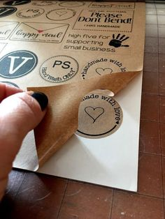 Printable Kraft Paper Sticker Sheets (Free Set of Designs) Use your Silhouette CAMEO to Print and Cut your own stickers and get the perfect kiss cut! Silhouette Cameo Tutorials, Plotter Silhouette Cameo, Silhouette Cutter, Silhouette School, Silhouette Curio, Silhouette Vinyl, Silhouette Machine, Silhouette Projects, Silhouette Design
