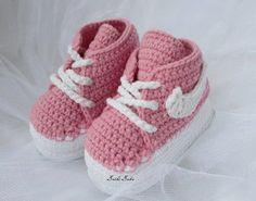 He encontrado este interesante anuncio de Etsy en https://www.etsy.com/es/listing/214941462/crochet-nike-inspired-tennis-shoes