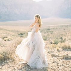 Woohoo It is #fineartfriday, where we repost some of our favorite, inspiring images from around the 'gram. We're starting with this breathtaking portrait here by @ericastreelmanphoto from Vegas with @juliepaisleyphotography. @jannabrowndesign styled this beauty and brides take note- soft, ethereal layers plus effortless hair and makeup equals so much perfection. - Dress @elizabethdye, hair and makeup @nataliaissa, location assistance @cactuscollectiveweddings ring @susiesaltzman, mod