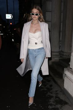 Gigi Hadid Style Pictures and Photos Style Gigi Hadid, Gigi Hadid Looks, Gigi Hadid Outfits, Bella Gigi Hadid, Model Street Style, Toni Garrn, Fashion Weeks, Cute Highschool Outfits, Bandeau Outfit