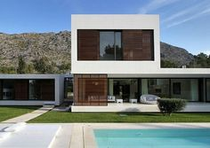 Check Out Contemporary Home Exterior Design Ideas. Contemporary home decorating as a stylistic theme is one that focuses on presentation of space, rather than possessions. Contemporary Floor Lamps, Contemporary Bedroom, Minimalist House Design, Minimalist Home, Modern Asian, Simple Interior, Exterior Design, Architecture Design, Design Ideas