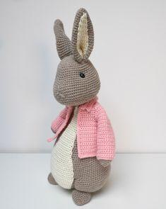 Crochet Animals, Crochet Toys, Knit Crochet, Baby Christmas Gifts, Christmas Ornaments, Big Bunny, Crochet Rabbit, Christmas Crochet Patterns, Peter Rabbit