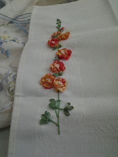 La dedicación y persistencia hecha realidad de un miembro del Círculo de bordado - www.homelinengt.com