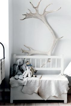 antlers in toddler nursery kids room Home Interior, Interior Styling, Interior Design, Home Design, Design Ideas, Whimsical Nursery, Rustic Nursery, Woodland Nursery, Deco Originale
