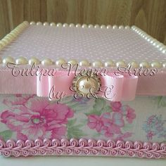#festa#fimdeano#lindaidéia#presente#princesa#personalizado#caixacomtecido Jewellery Boxes, Jewelry Box, Decor Crafts, Diy And Crafts, Shabby Boxes, Box Creative, How To Make Everything, Altered Cigar Boxes, Shaby Chic