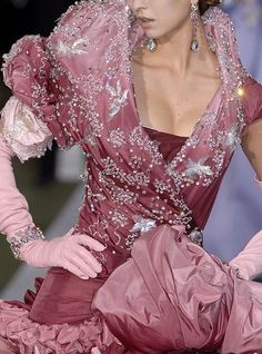 "johngallianolesincroyables: ""John Galliano for Christian Dior Fall Winter 2007 Haute Couture � John Galliano, Galliano Dior, Dior Fashion, Couture Fashion, Runway Fashion, Dior Haute Couture, Christian Dior, Couture Details, Fashion Details"