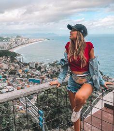 Girl inspiration Tumblr, loira, boné, pochete, tênis white, vidigal, Rio de Janeiro