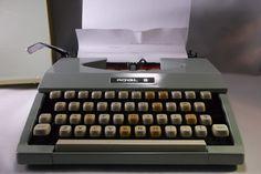 Retro Royal Signet Portable Typewriter in case .epsteam