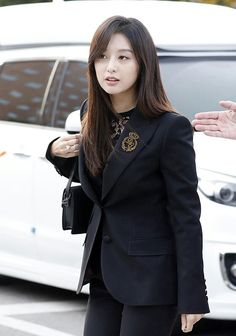 """[ Fellow DOTS actress Kim Ji Won has just arrived to the wedding! Song Hye Kyo, Song Joong Ki, Korean Actresses, Korean Actors, Pop Fashion, High Fashion, Songsong Couple, Park Bo Gum, Bts Big Hit"
