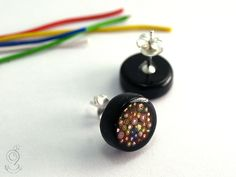 Cable spaghetti – electrotechnical earrings with colorful cutted copper cables in black resin and 925 sterling silver ear studs   ///// © Isabell Kiefhaber www.geschmeideunterteck.de