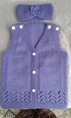 Most Beautiful Baby Vest Cardigan Booties Beanie Scarf Knit Models - Kqbqkcekideyi Baby Knitting Patterns, Knitting Designs, Hand Knitting, Baby Cardigan, Tricot Simple, Baby Girl Sweaters, Big Knits, Knitted Baby Blankets, Vest Pattern